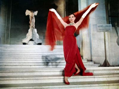 https://imgc.artprintimages.com/img/print/audrey-hepburn-on-the-steps-of-the-louvre-in-the-film-funny-face-1957_u-l-pwgjw60.jpg?p=0