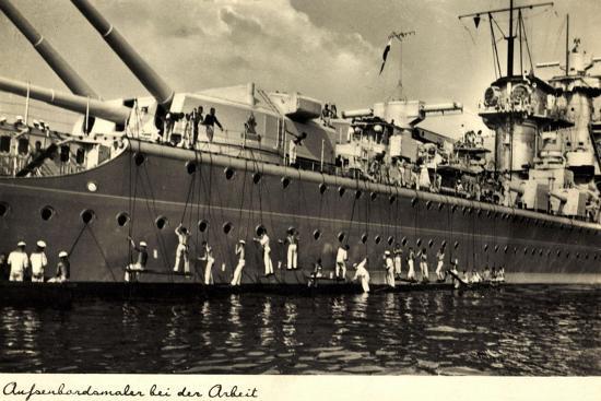 Außenbordmaler Arbeiten an Einem Kriegsschiff--Giclee Print