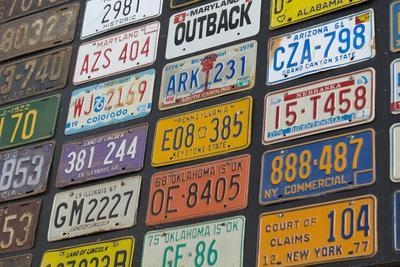 https://imgc.artprintimages.com/img/print/australia-alice-springs-display-of-assorted-license-plates_u-l-pypvem0.jpg?p=0