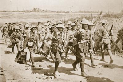 Australian Machine-Gunners Returning from the Trenches, 1916--Photographic Print