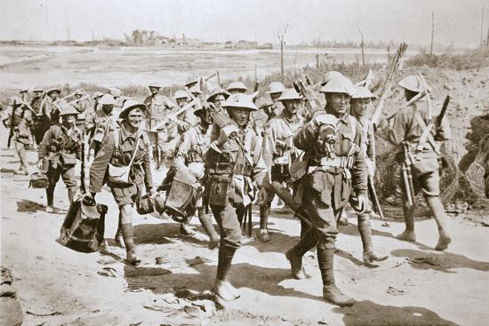 Australian machine-gunners returning from the trenches, France, World War I, 1916-Unknown-Photographic Print