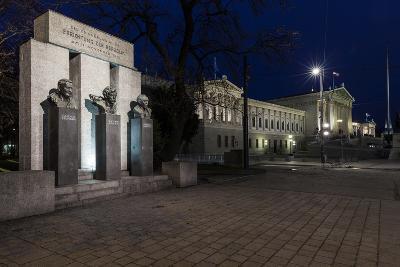 Austria, Vienna, Parliament, Monument of the Republic-Gerhard Wild-Photographic Print