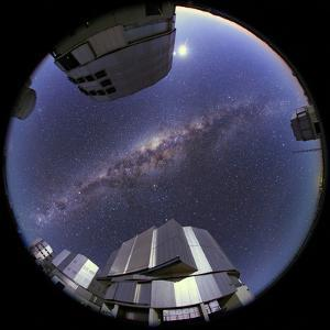 Fisheye View of the Milky Way over the Cerro Paranal Observatory by Babak Tafreshi