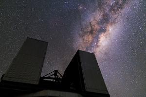 The Milky Way over the Very Large Telescope at the Cerro Paranal Observatory by Babak Tafreshi