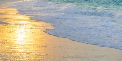 https://imgc.artprintimages.com/img/print/bahamas-little-exuma-island-sunset-on-beach_u-l-q13bdpn0.jpg?p=0