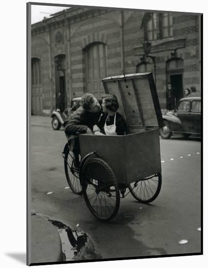 Baiser Blotto, c.1950-Robert Doisneau-Mounted Art Print