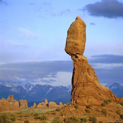 https://imgc.artprintimages.com/img/print/balanced-rock-arches-national-park-utah-usa_u-l-p2qn790.jpg?p=0