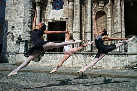 Ballerinas from the National Ballet of Cuba Dance on the Streets of Havana-Kike Calvo-Photographic Print
