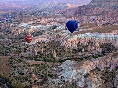 https://imgc.artprintimages.com/img/print/balloon-ride-over-cappadocia-turkey_u-l-p58yx00.jpg?p=0