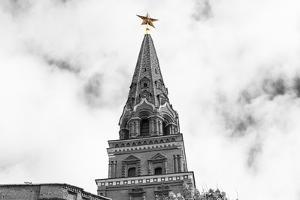 Borovitskaya Tower of Moscow Kremlin by Banauke