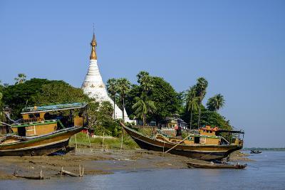 Banks of the River Salouen (Thanlwin), Mawlamyine (Moulmein), Myanmar (Burma), Asia-Nathalie Cuvelier-Photographic Print