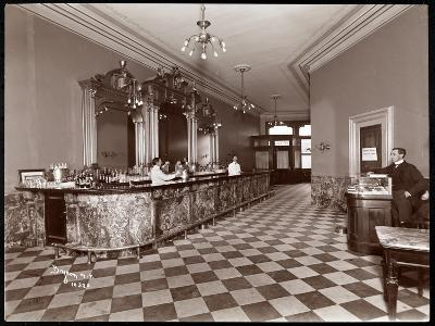 Bar at Gilsey House, Broadway and 29th Street, New York, 1900 or 1901-Byron Company-Giclee Print