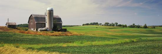 Barn in a field, Wisconsin, USA--Photographic Print