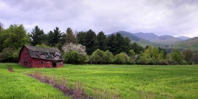 https://imgc.artprintimages.com/img/print/barn-in-keene-valley-in-spring-adirondack-park-new-york-state-usa_u-l-psmshi0.jpg?p=0