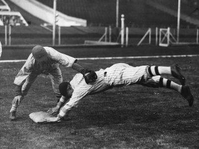 Baseball Dive--Photographic Print