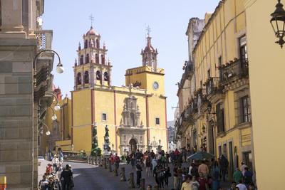 https://imgc.artprintimages.com/img/print/basilica-collegiata-de-nuestra-signora-guanajuato-unesco-world-heritage-site-mexico-north-ameri_u-l-q1bskb40.jpg?p=0