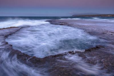 https://imgc.artprintimages.com/img/print/bath-tub-and-shelf-at-kaehu-point-mo-omomi-beach-nature-conservancy-molokai-hawaii_u-l-pwd17i0.jpg?p=0