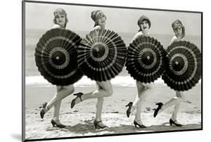 Bathing beauties with parasols, c.1928 (photo)