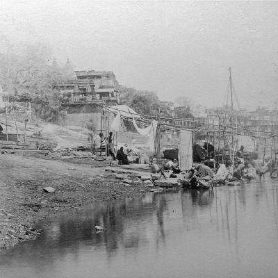 Bathing Ghat, Benares, India, Late 19th or Early 20th Century-BW Kilburn-Giclee Print