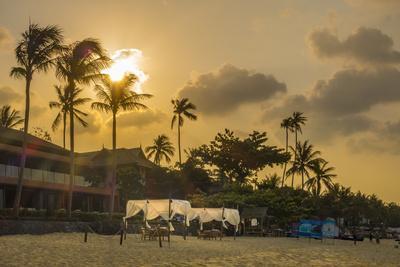 https://imgc.artprintimages.com/img/print/beach-bar-bo-phut-beach-island-ko-samui-thailand-asia_u-l-q1byzln0.jpg?p=0
