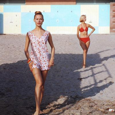 https://imgc.artprintimages.com/img/print/beach-fashions_u-l-p68yjp0.jpg?p=0