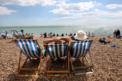 Beach Goers Enjoy the Sun in Brighton-Andy Rain-Photographic Print