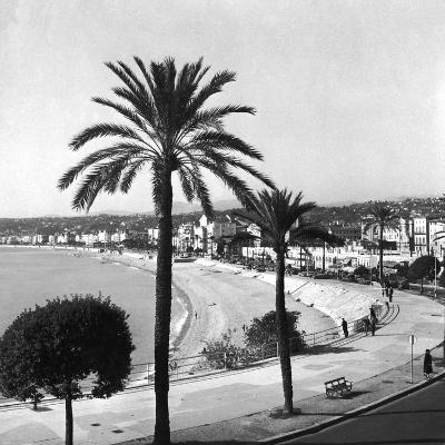 Beachfront at Nice-Getty Images-Photographic Print