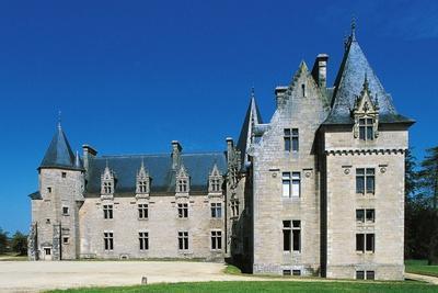 https://imgc.artprintimages.com/img/print/beaumanoir-castle_u-l-ppjpcs0.jpg?p=0