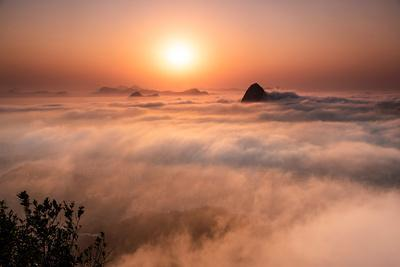 https://imgc.artprintimages.com/img/print/beautiful-sunrise-landscape-with-sugar-loaf-mountain-emerging-from-low-clouds-seen-from-mirante-do_u-l-q1gx2ax0.jpg?p=0