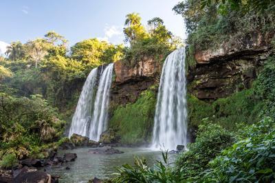 https://imgc.artprintimages.com/img/print/beautiful-twin-waterfalls-in-the-atlantic-rainforest-near-cataratas-do-iguacu-iguazu-falls-foz-d_u-l-q1gx3x50.jpg?p=0