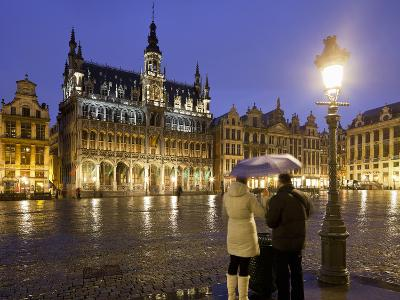 Belgium, Brussels, Grand-Place, Grote Market, Couple, Evening-Rainer Mirau-Photographic Print