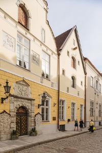House of the Brotherhood of Black Heads, Old Town, UNESCO World Heritage Site, Tallinn, Estonia, Eu by Ben Pipe