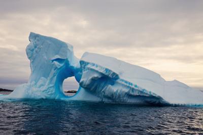 Iceberg - Antarctica by benkrut