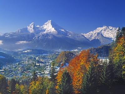 https://imgc.artprintimages.com/img/print/berchtesgaden-and-mount-watzmann_u-l-pzkvsp0.jpg?p=0