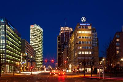 https://imgc.artprintimages.com/img/print/berlin-potsdamer-platz-night-photography_u-l-q11vu0l0.jpg?p=0
