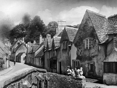 Family resting in the Cotswolds, 1935
