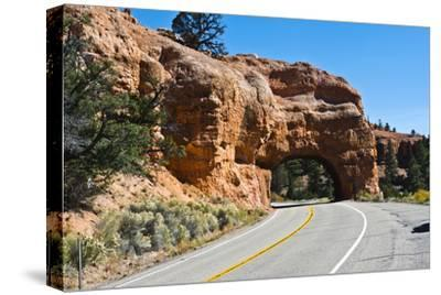 Utah, Bryce, Red Canyon Tunnels