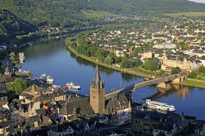 https://imgc.artprintimages.com/img/print/bernkastel-kues-moselle-valley-rhineland-palatinate-germany-europe_u-l-q1bsycm0.jpg?p=0