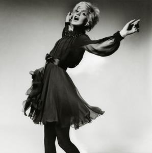 Vogue - August 1969 - Goldie Hawn by Bert Stern