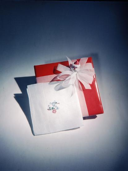 Best Selling Christmas Gifts - Napkins and Cards-Nina Leen-Photographic Print