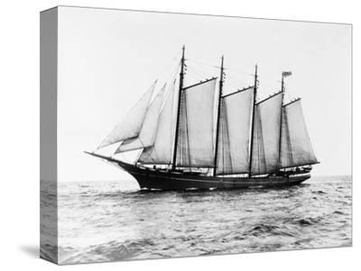 Short-Masted Schooner