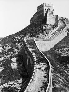 Vertical Section of Great Wall of China by Bettmann