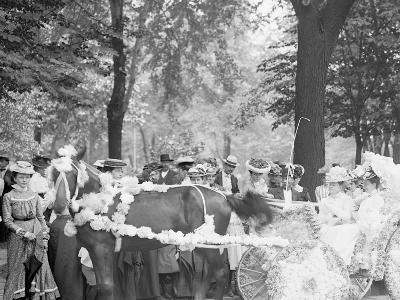 Bi-Centenary Celebration, Floral Parade, Carriage of Mrs. F.F. Ingram, Detroit, Mich.--Photo