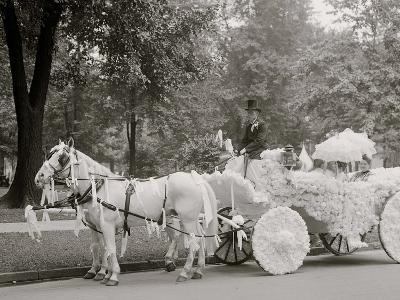 Bi-Centenary Celebration, Floral Parade, Ladies of the Maccabees, Detroit, Mich.--Photo