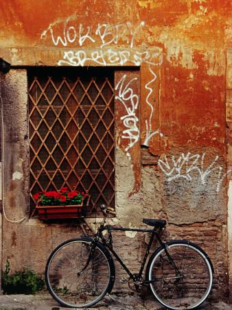 https://imgc.artprintimages.com/img/print/bicycle-against-wall-at-trastavere-rome-lazio-italy_u-l-p1zi610.jpg?p=0