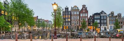 https://imgc.artprintimages.com/img/print/bikes-and-houses-along-canal-at-dusk-at-intersection-of-herengracht-and-brouwersgracht_u-l-pwf6ba0.jpg?p=0