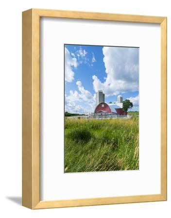Eau Claire, Wisconsin, Farm and Red Barn in Picturesque Farming Scene