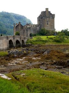 Eileen Donan Castle, Western Dornie in Highlands, Scotland by Bill Bachmann