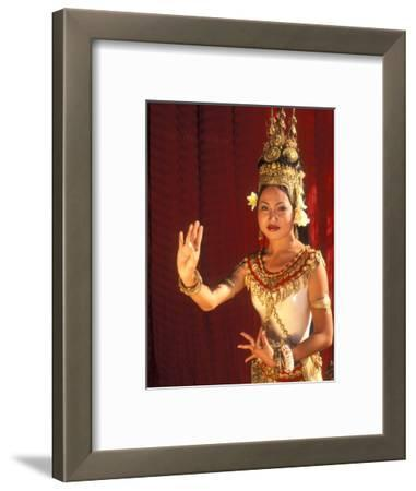 Traditional Dancer and Costumes, Khmer Arts Dance, Siem Reap, Cambodia