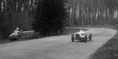 Hector Dobbs Riley Dobbs offset special passing Raymond Mays crashed ERA, Donington Park, 1935